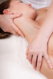 「リメディアルセラピーRemedialtherapie=Remedial(治療的な)therapie(療法)」とは、オーストラリアで1970年代から発展普及したボディワークメソッドです。